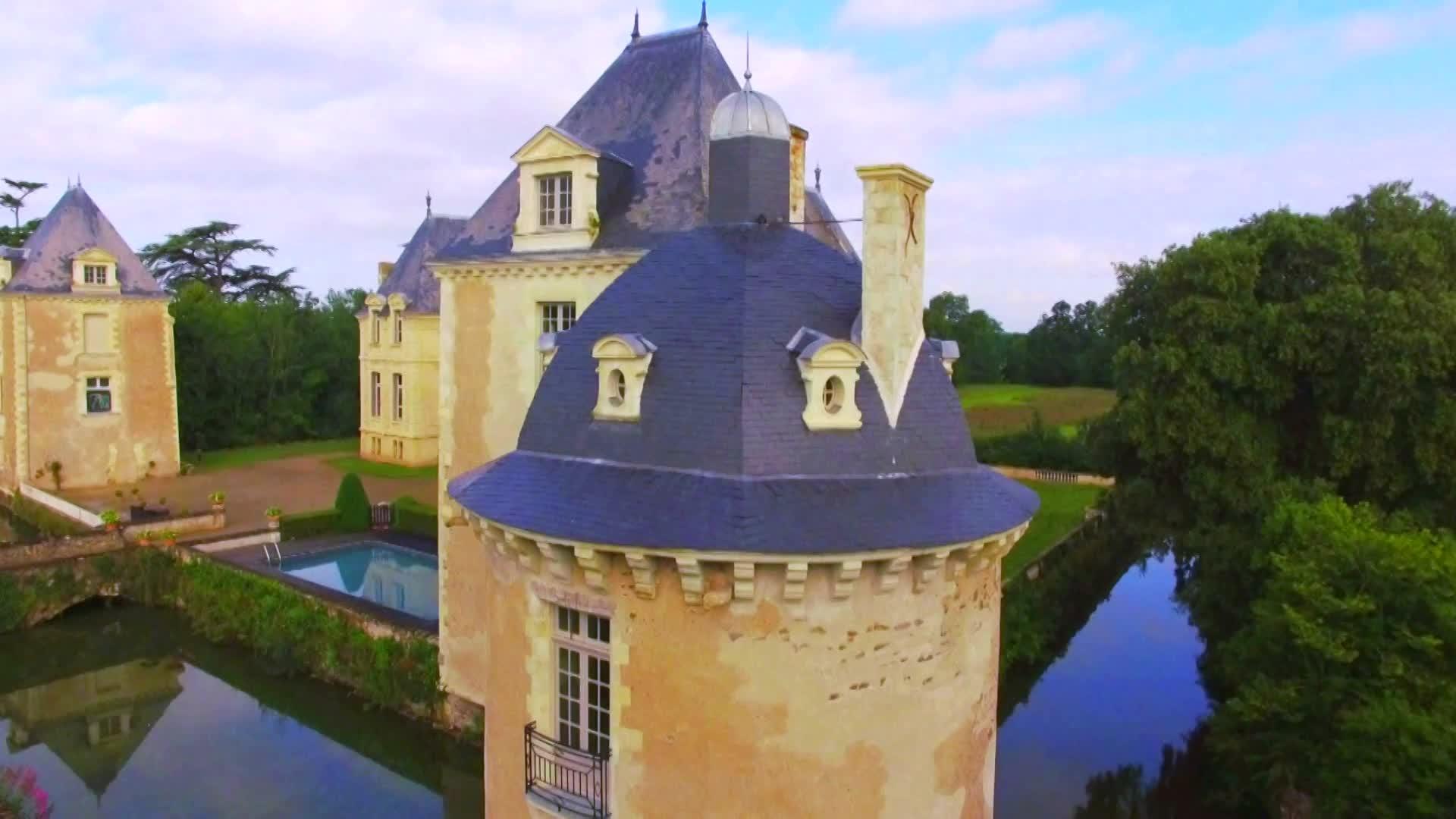 capture_2_Vallée de la Loire - ces Français qui ont choisi la vie de château__06_ZI_0041_proxy_large